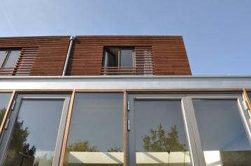 Detail glass façade extension